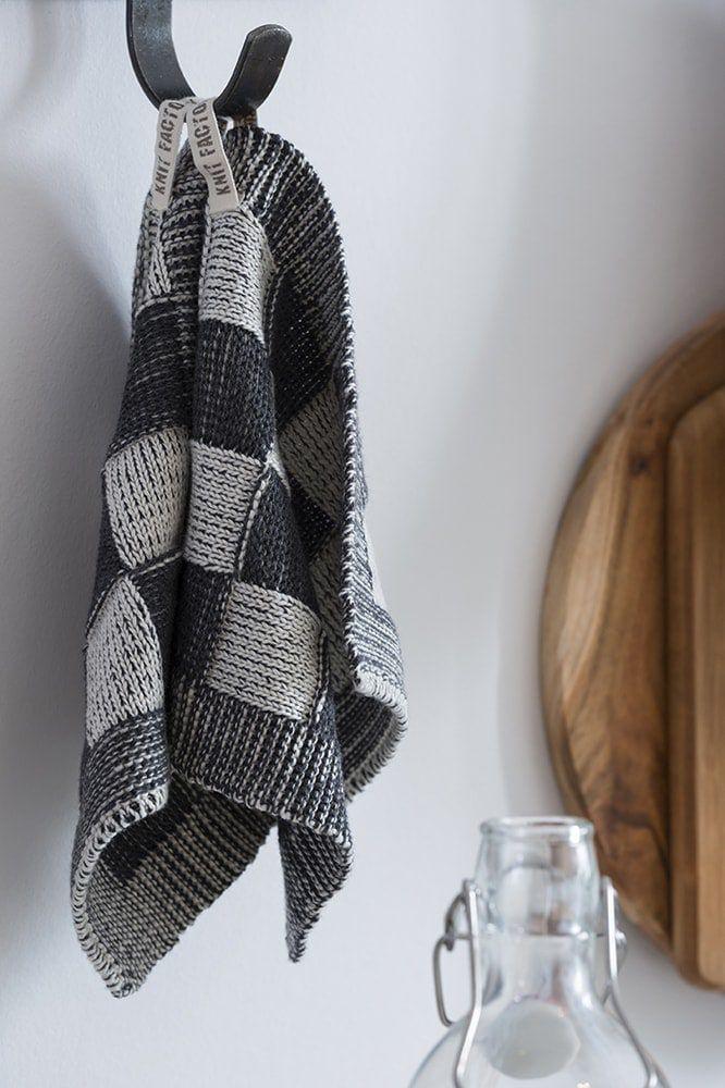 20103 knit factory pannenlap grote blok 2 kleuren ecru 11
