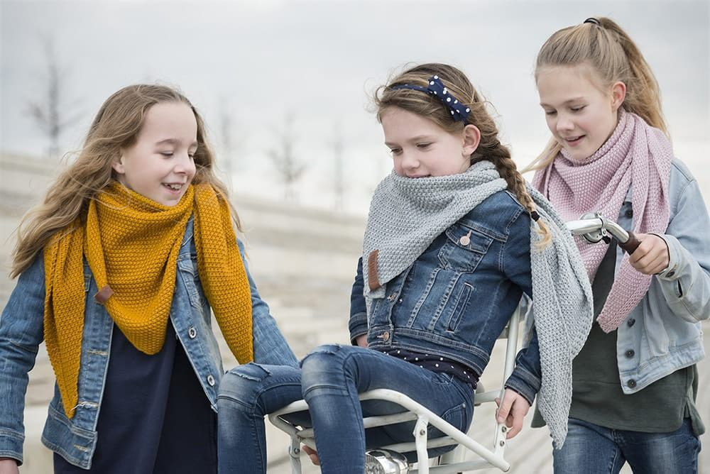 knit factory 1205917 coco omslagdoek junior oker 10
