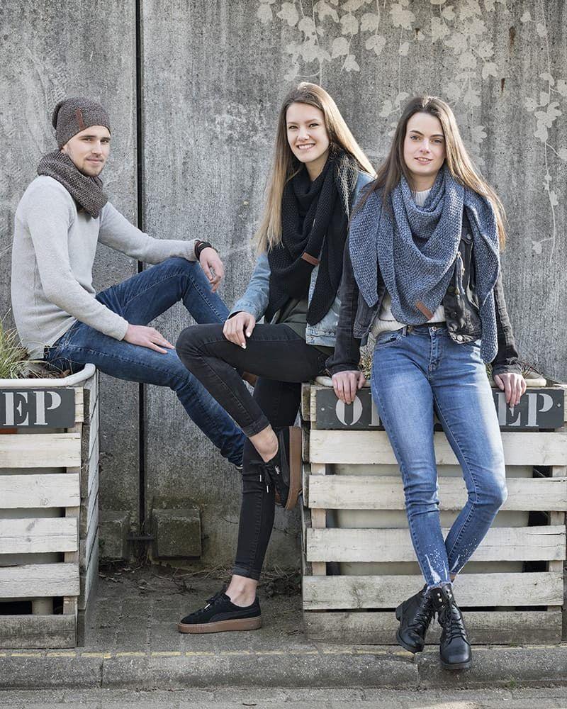 knit factory 1206000 coco omslagdoek zwart 2