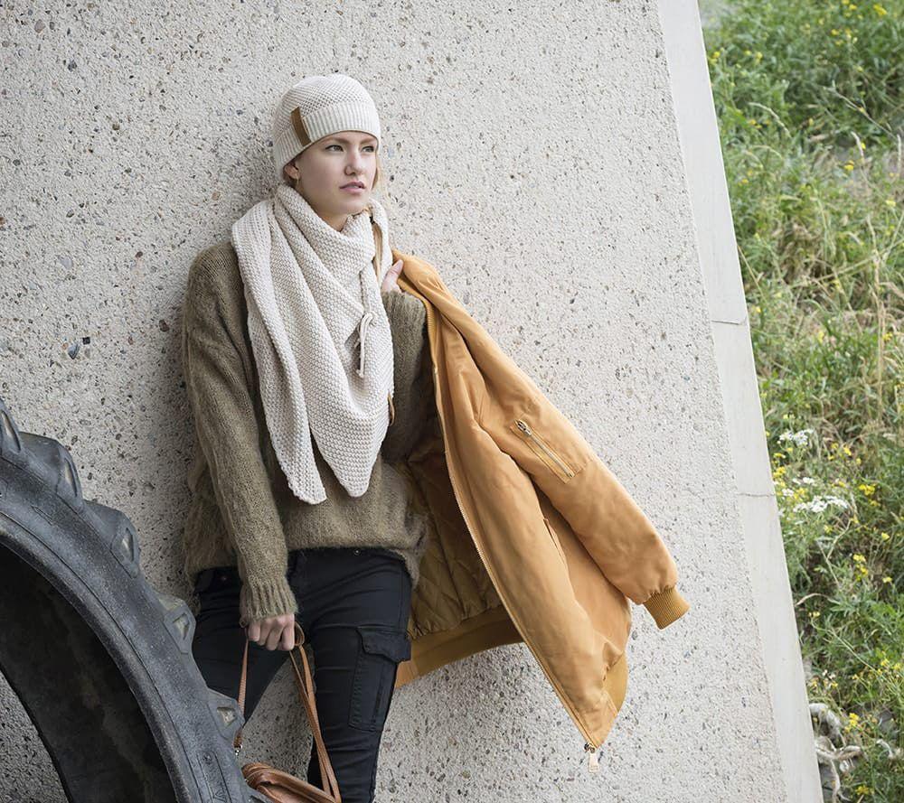 knit factory 1206012 coco omslagdoek beige 2