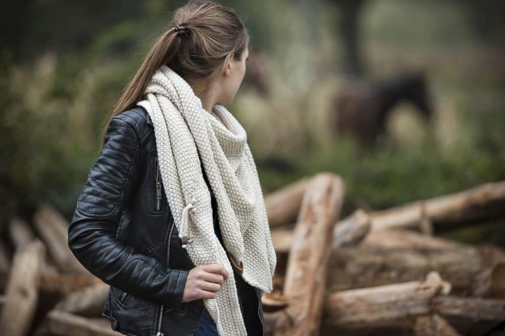 knit factory 1206012 coco omslagdoek beige 4