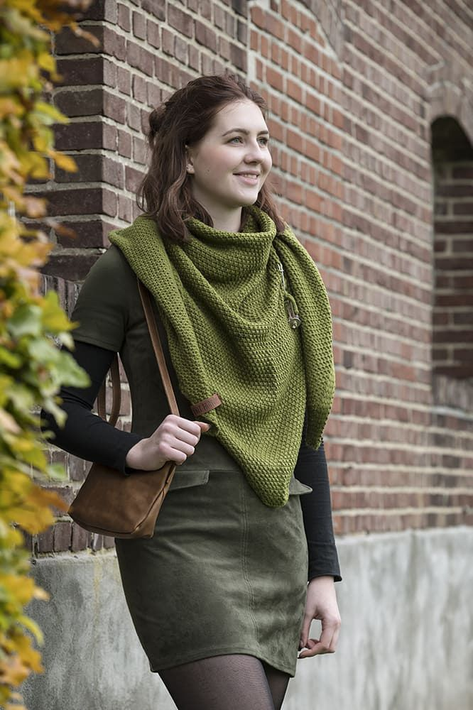 knit factory 1206015 coco omslagdoek mosgroen 2