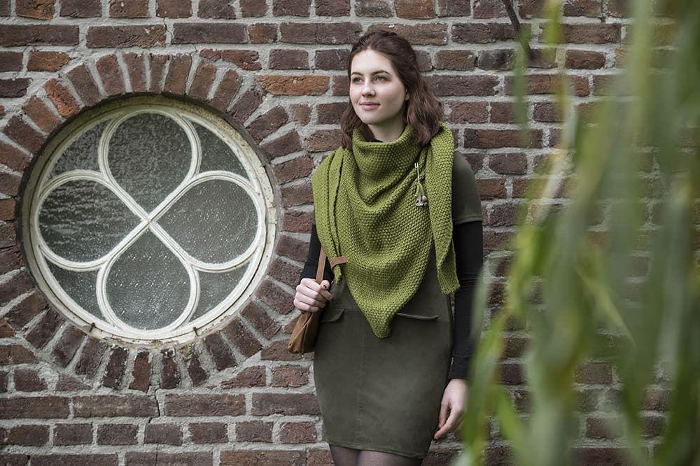 knit factory 1206015 coco omslagdoek mosgroen 3