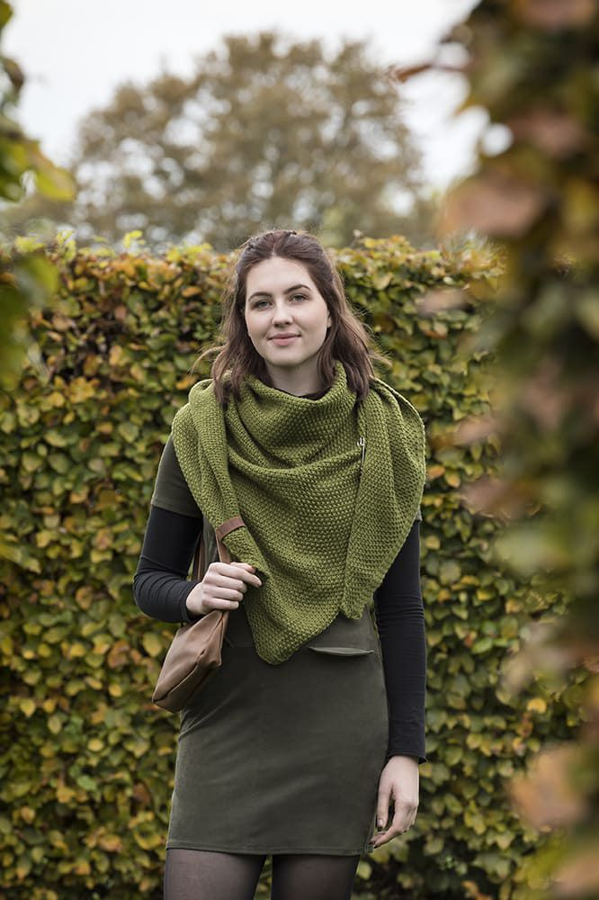 knit factory 1206015 coco omslagdoek mosgroen 4