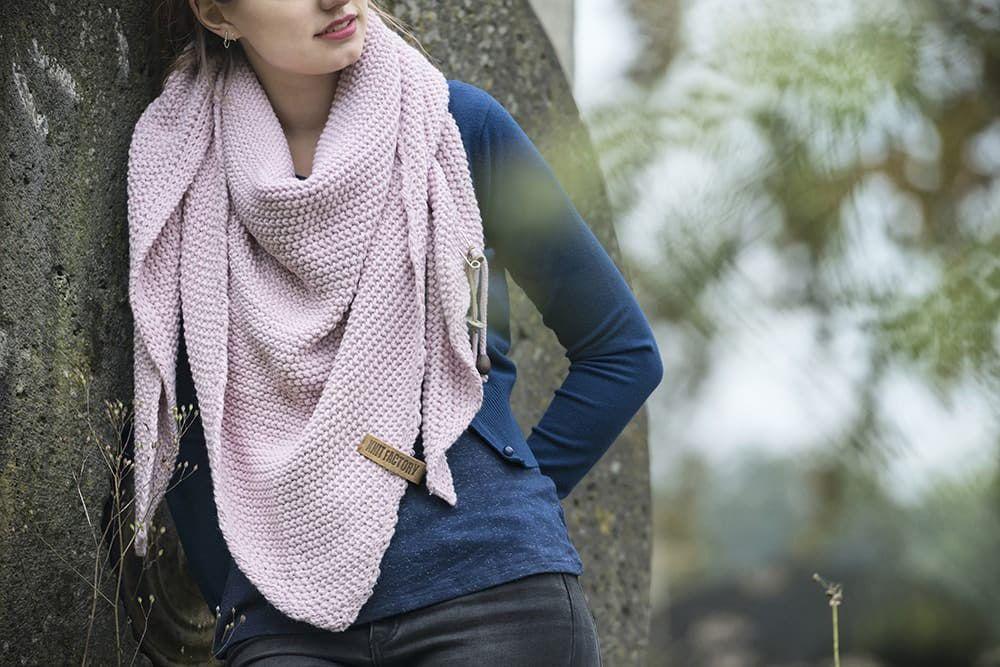 knit factory 1206021 coco omslagdoek roze 2