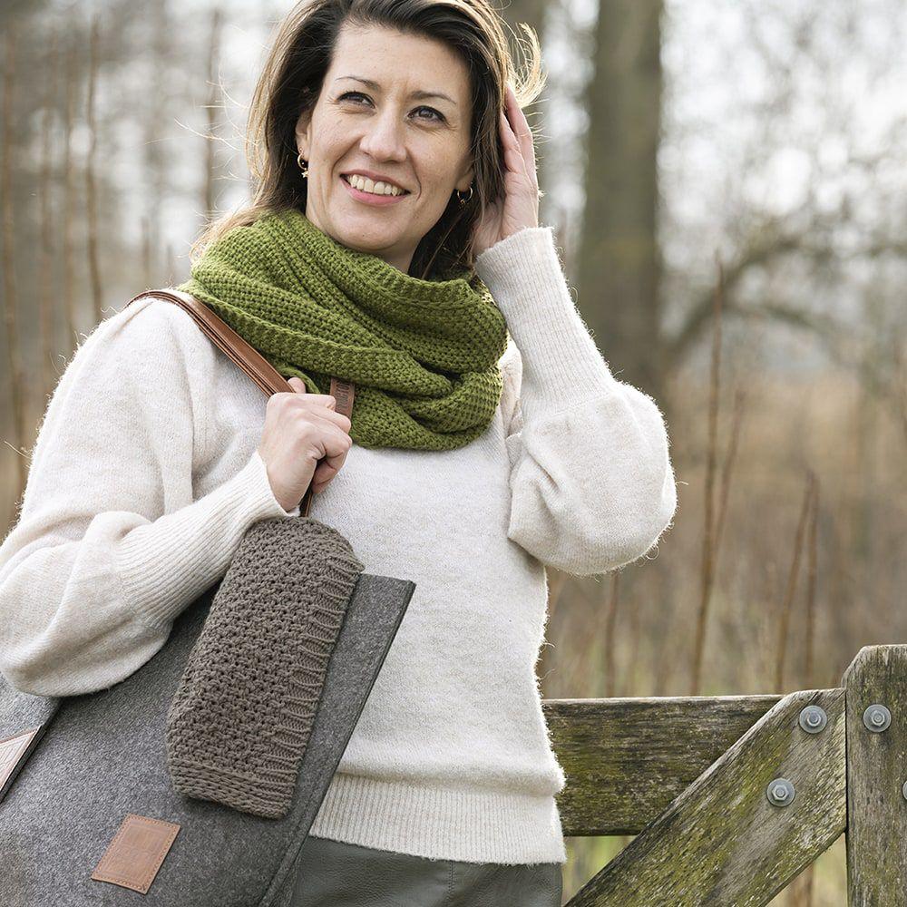 knit factory 1206615 coco colsjaal mosgroen 2