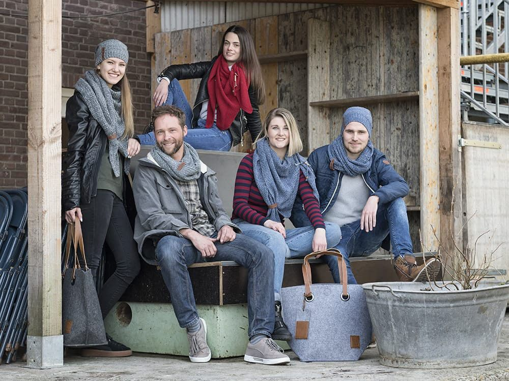 knit factory 1206654 coco colsjaal jeans indigo 2