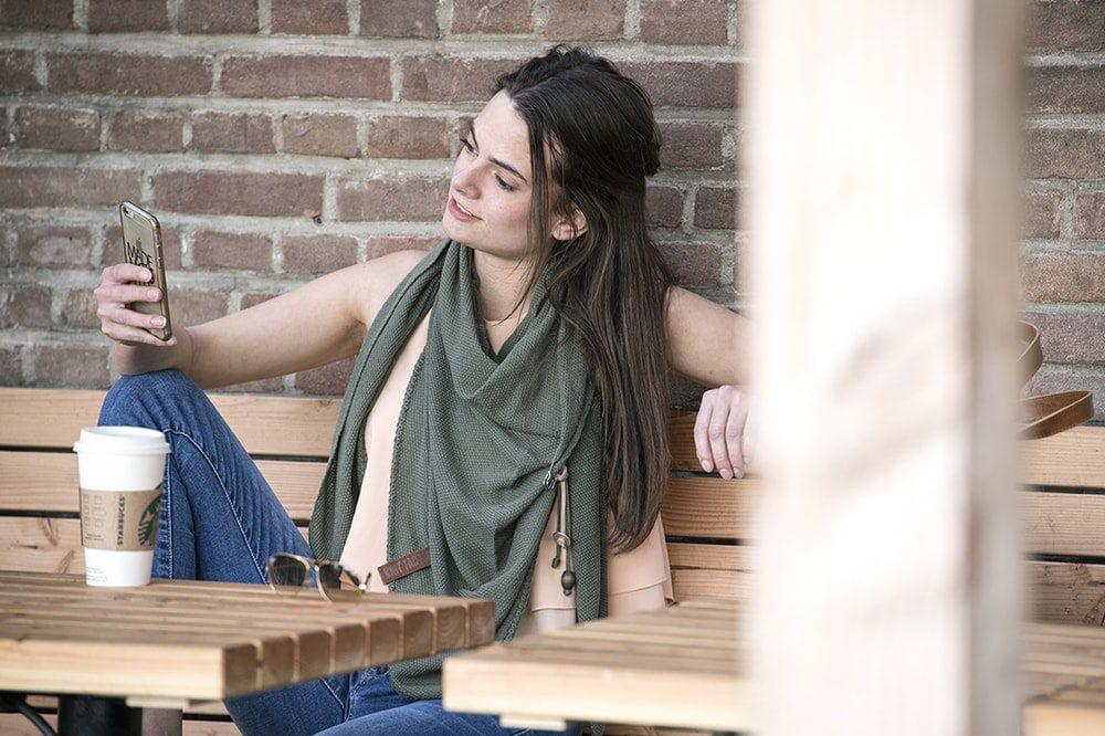 knit factory 1306014 lola omslagdoek groen2