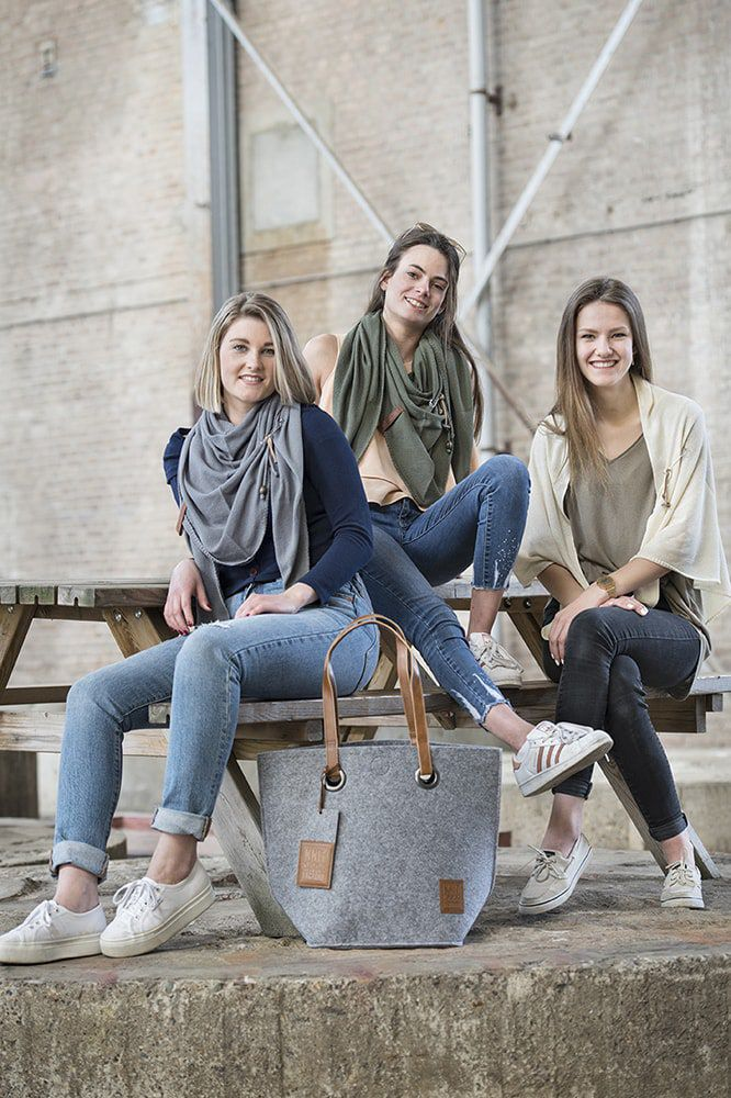 knit factory 1306014 lola omslagdoek groen5