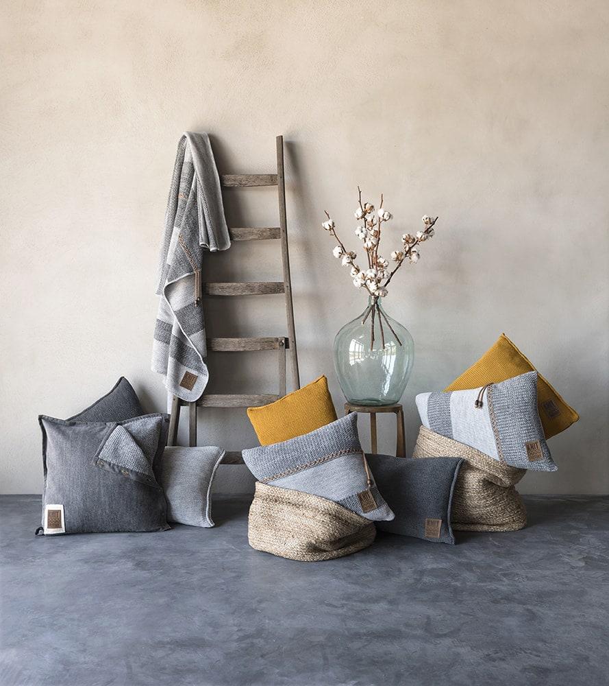 knit factory 1311251 roxx kussen 50x50 grijs antraciet 2