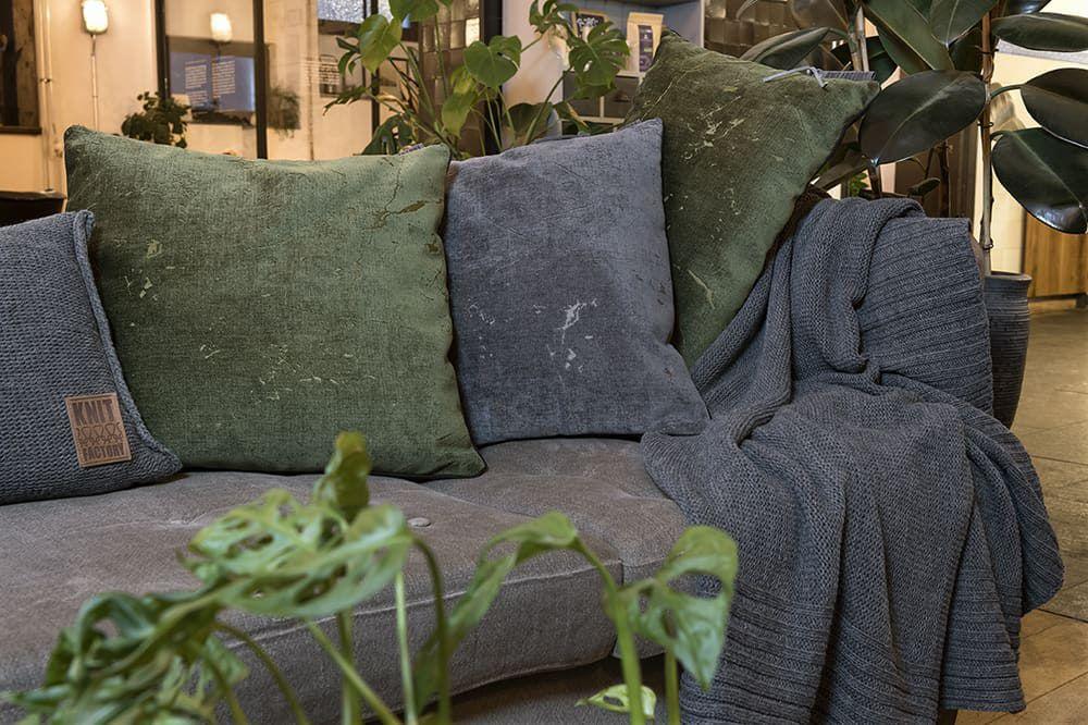 knit factory 1421210 james kussen 50x50 antraciet 3