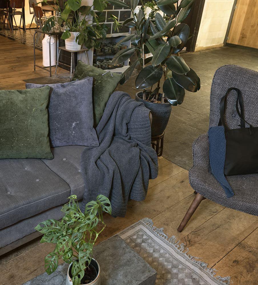 knit factory 1421210 james kussen 50x50 antraciet 4
