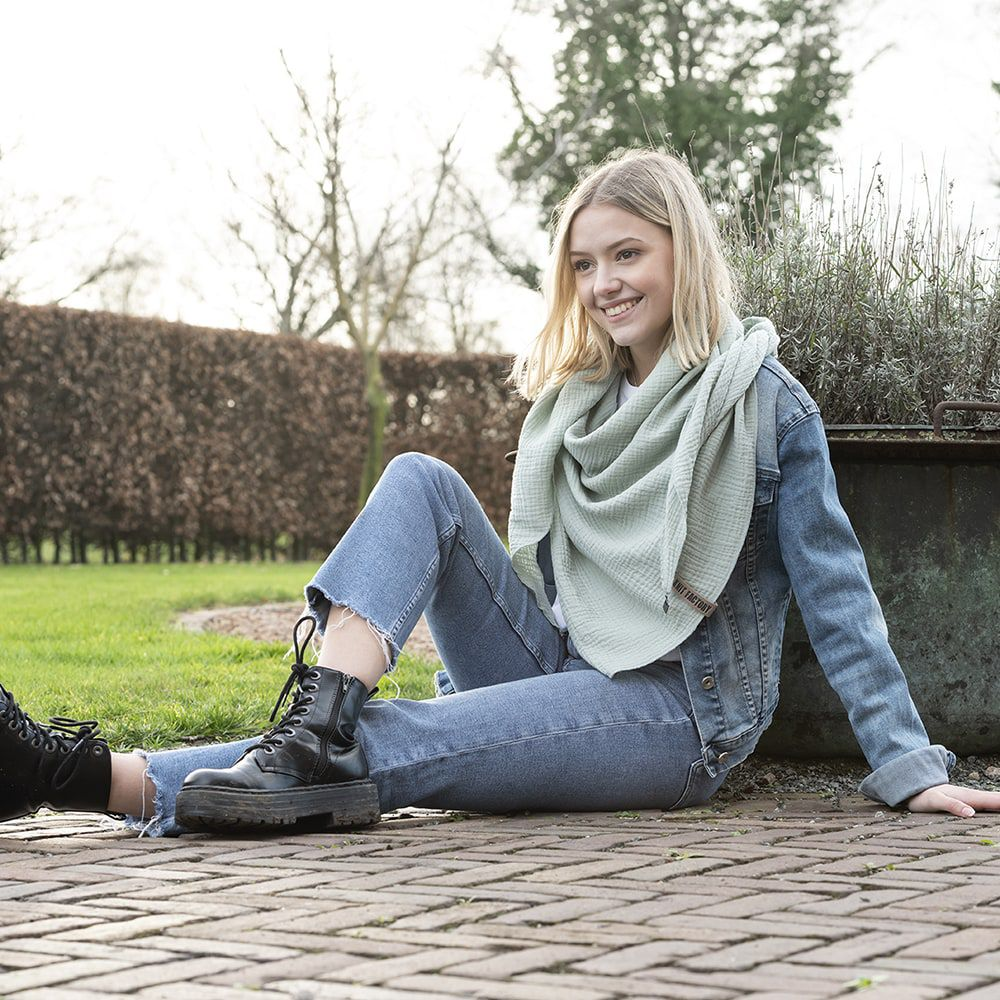 knit factory kf128060039 liv omslagdoek vintage green 2