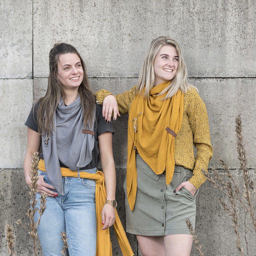 knit factory kf130060017 lola omslagdoek oker 2