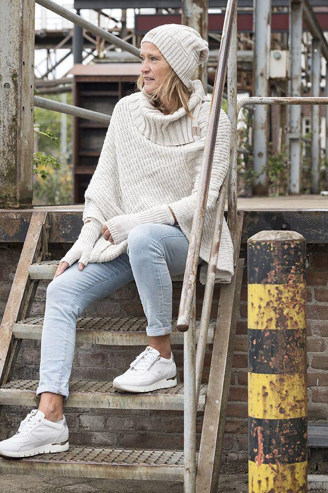 knit factory kf14806201250 nicky gebreide poncho beige 3