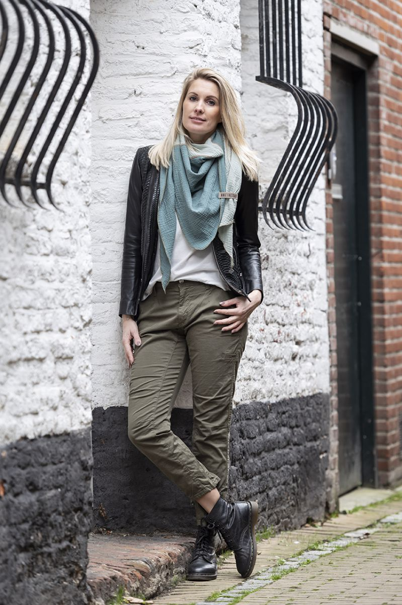 knit factory kf151060090 fay omslagdoek stone green vintage green 2
