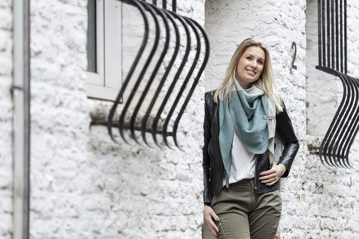 knit factory kf151060090 fay omslagdoek stone green vintage green 4