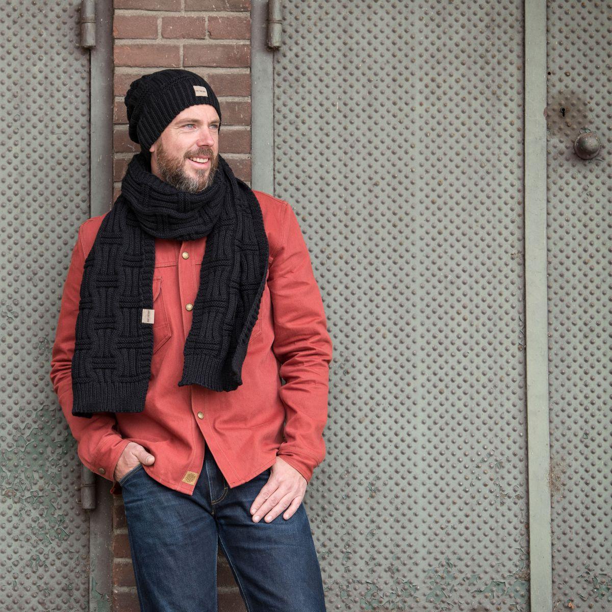 knit factory kf14407000050 bobby muts zwart 4