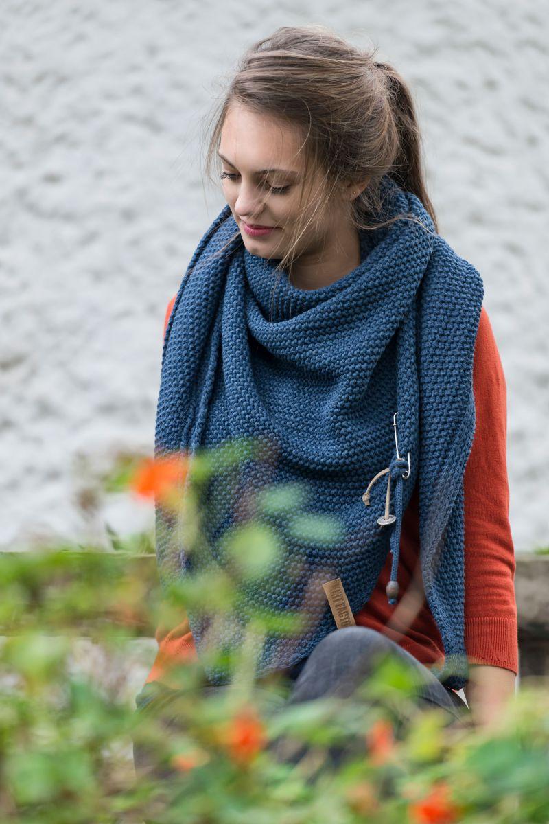 knit factory 1206013 coco omslagdoek jeans 3