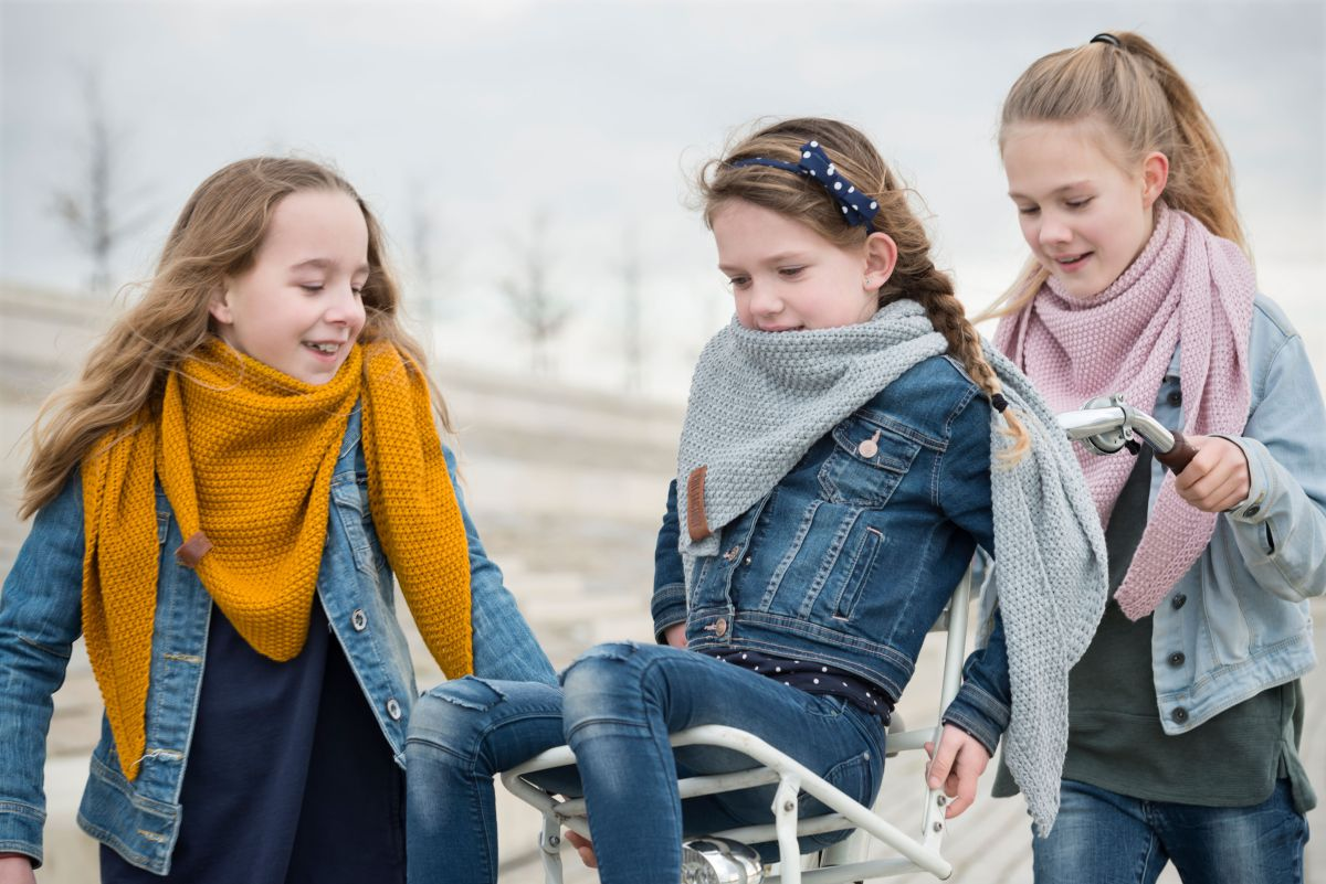 knit factory 1205921 coco omslagdoek junior roze 5