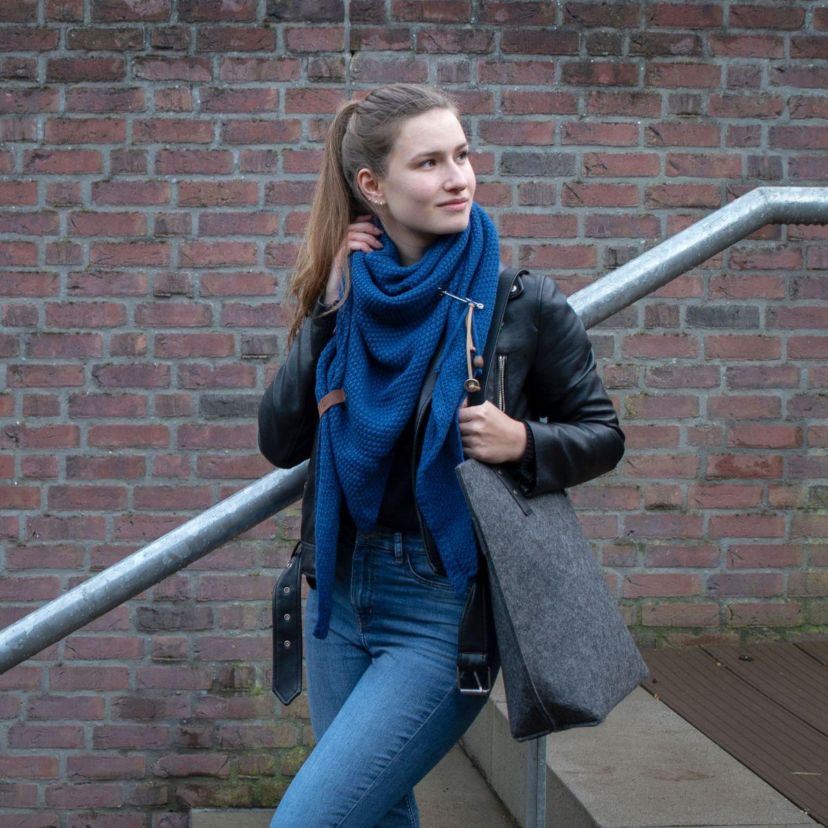 coco triangle scarf kings blue