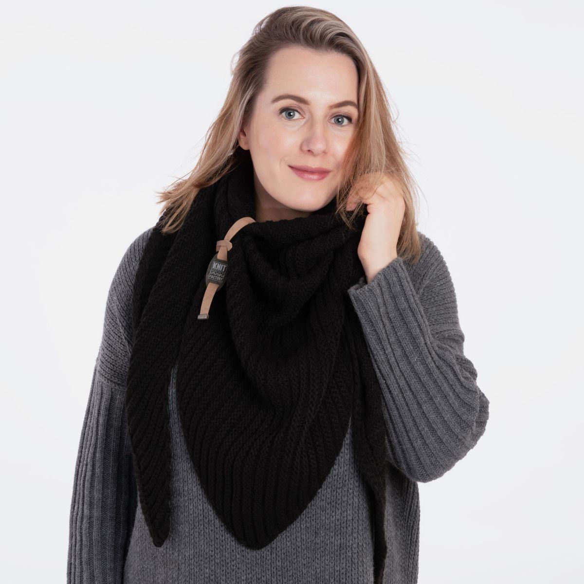 demy triangle scarf black