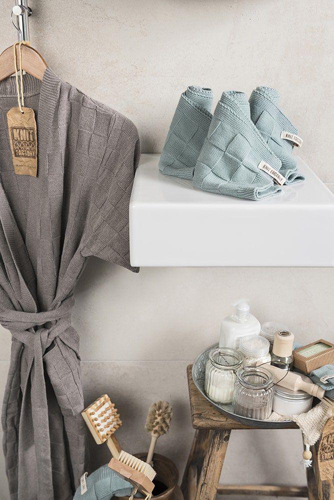 guest towel light grey