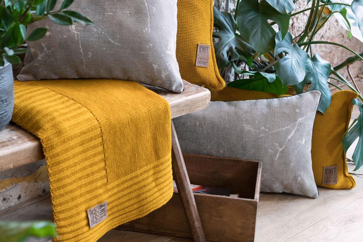 james cushion light grey 60x40
