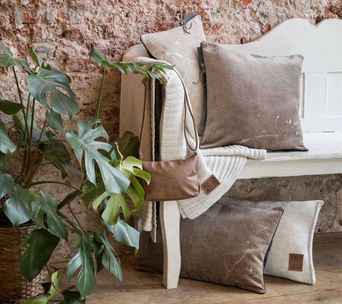 knit factory 1421329 james kussen 60x40 taupe 3