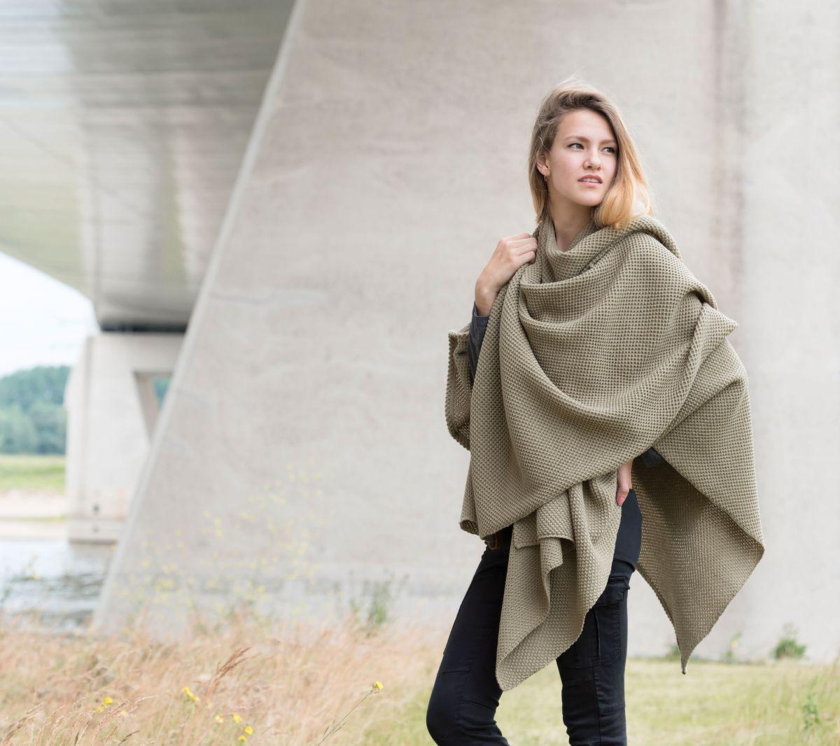 knit factory 1236133 jazz omslagvest olive 3