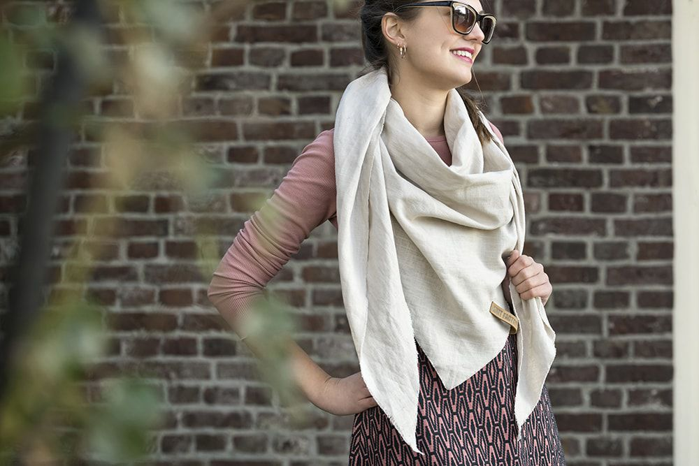 jill triangle scarf 190x85 beige