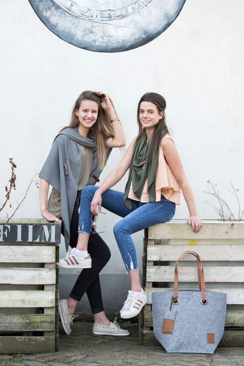 knit factory 1306006 lola omslagdoek med grey4