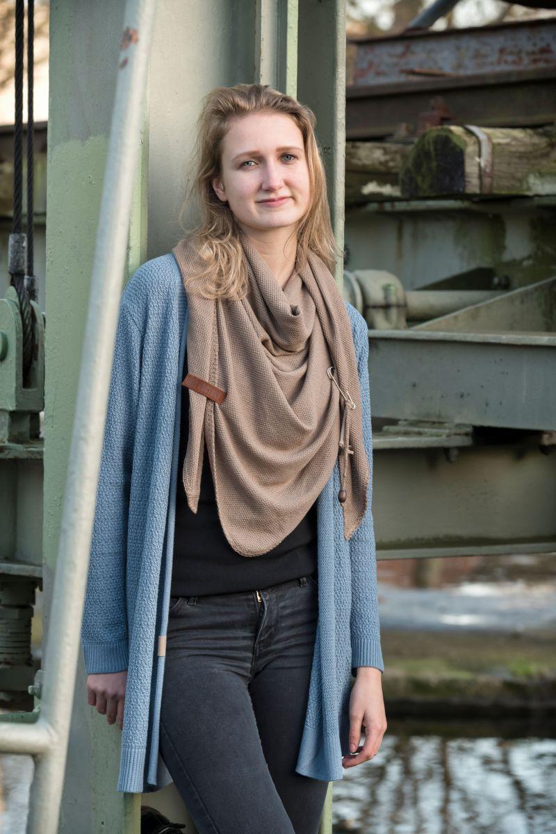 knit factory 1306020 lola omslagdoek new camel 2