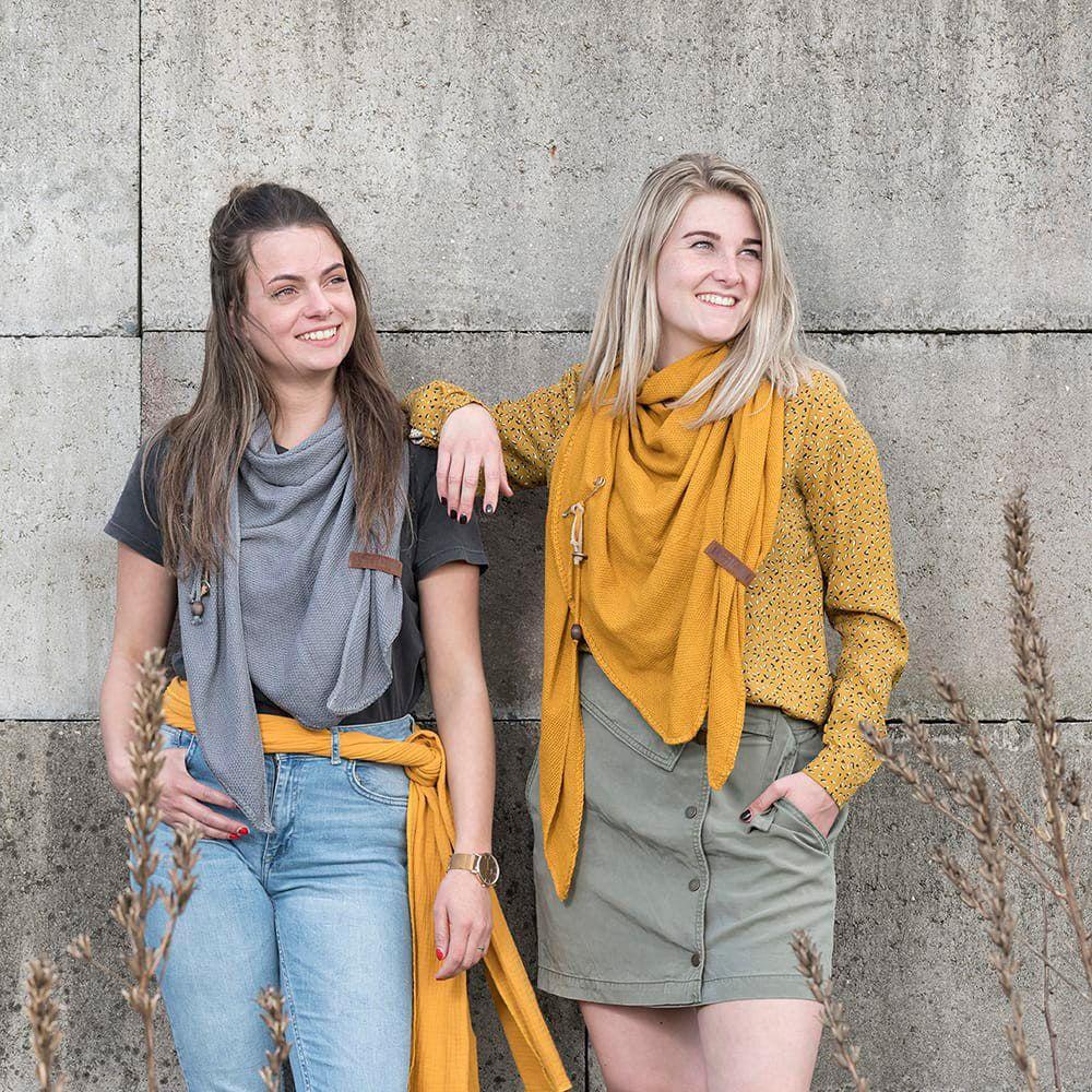 lola triangle scarf med grey