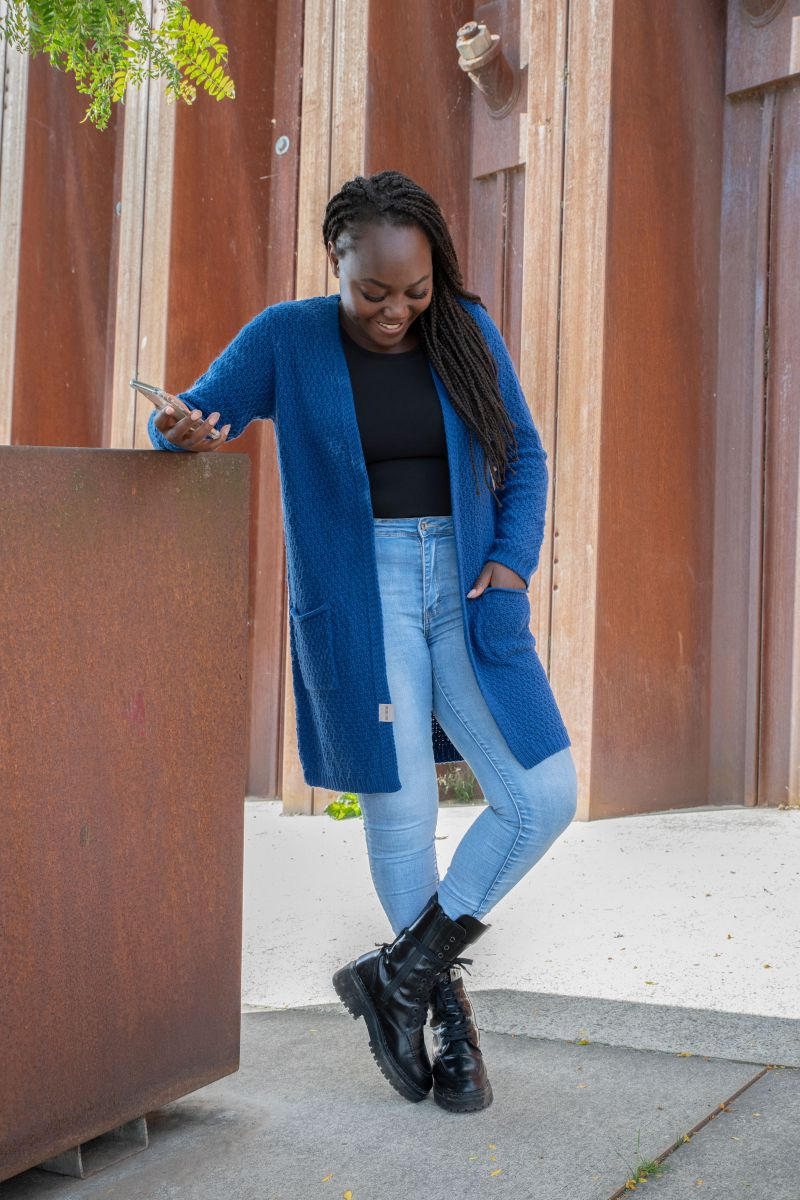 luna knitted cardigan kings blue 4042 with side pockets