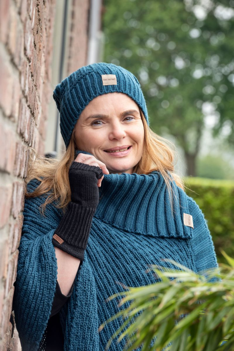 nicky knitted poncho petrol