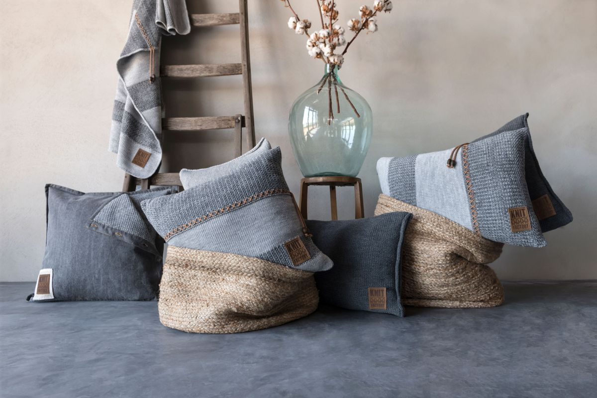 knit factory 1321251 rick kussen 50x50 grijs antraciet 3