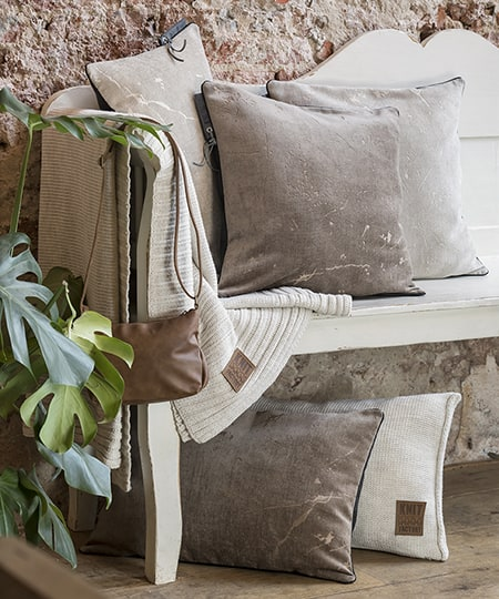 Knit Factory - Beige cushions and plaids