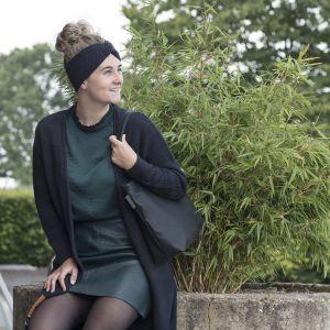 knit-factory-hoofdband-en-vest-zwart