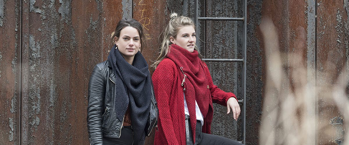 Knit Factory - Coco Deluxe triangle scarfs